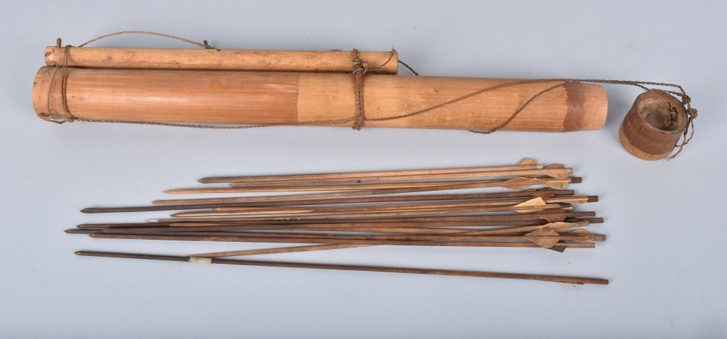 CROSSBOW, ARROWS AND QUIVER, VINTAGE - 2