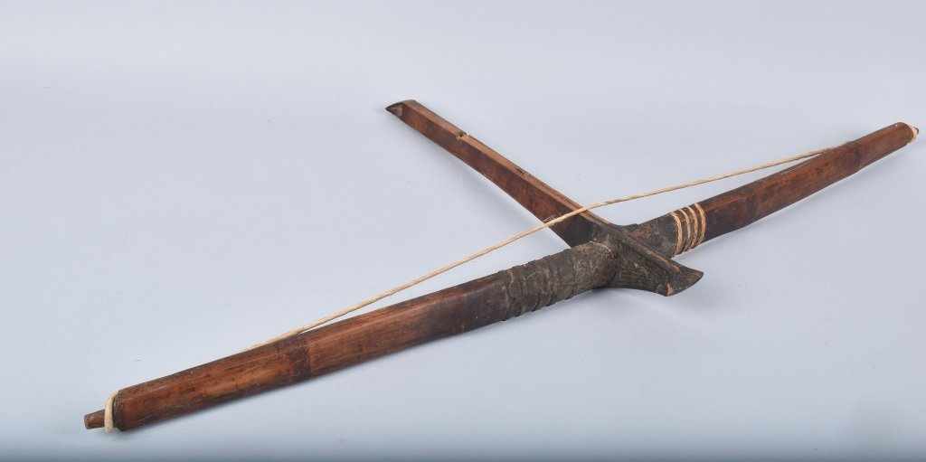 CROSSBOW, ARROWS AND QUIVER, VINTAGE - 3