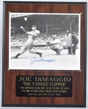 Joe Dimaggio Autograph On Plaque