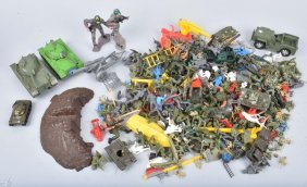 Vintage Plastic Toy Soldiers & Accessories