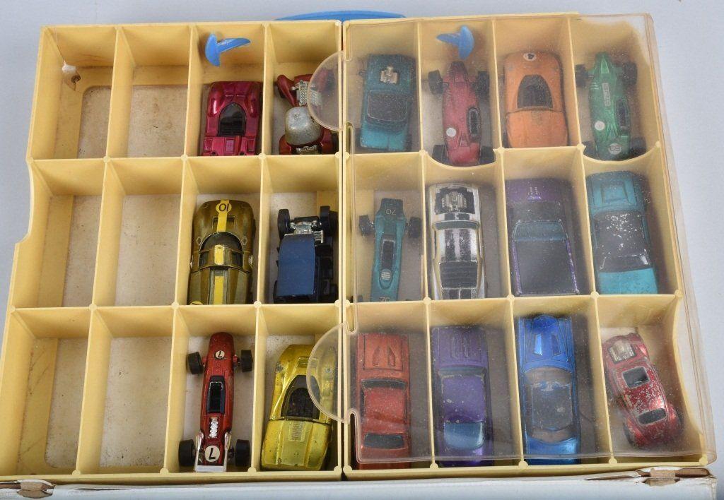 HOT WHEELS 24 CAR CASE W/ 18 REDLINES