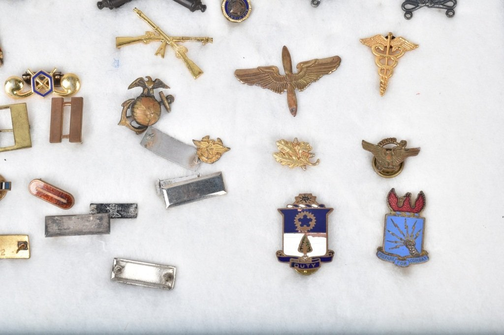 LARGE LOT OF US MILITARY MEDALS, PATCHES and MORE - 4