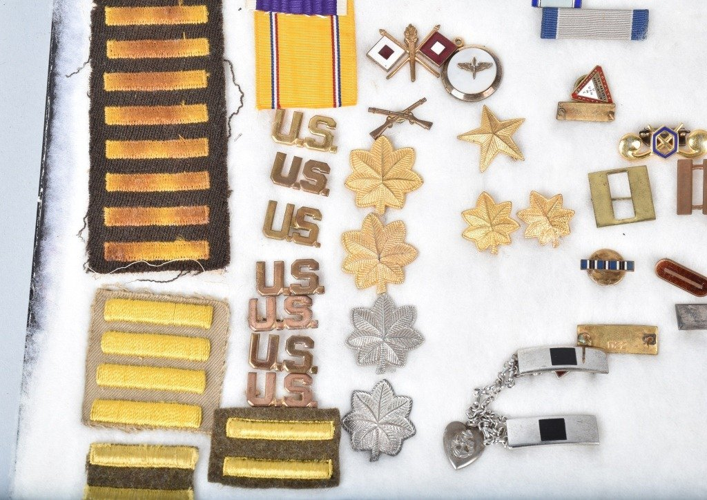 LARGE LOT OF US MILITARY MEDALS, PATCHES and MORE - 5