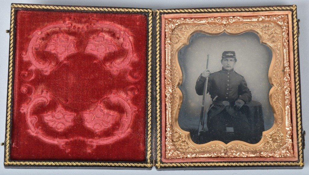 1/6 PLATE AMBROTYPE ARMED CIVIL WAR SOLDIER