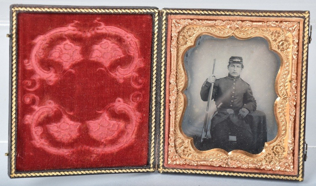 1/6 PLATE AMBROTYPE ARMED CIVIL WAR SOLDIER - 3