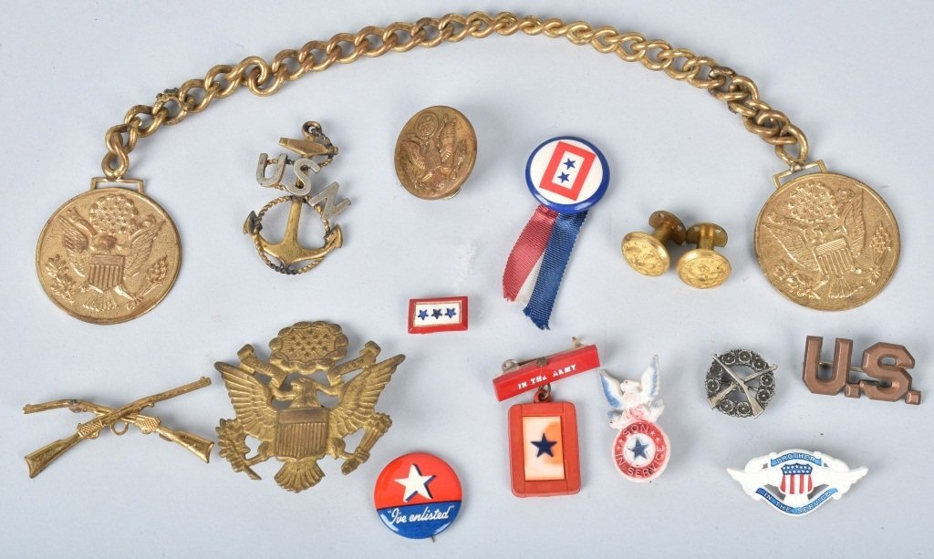 LOT OF MILITARY PINS & MEDALS