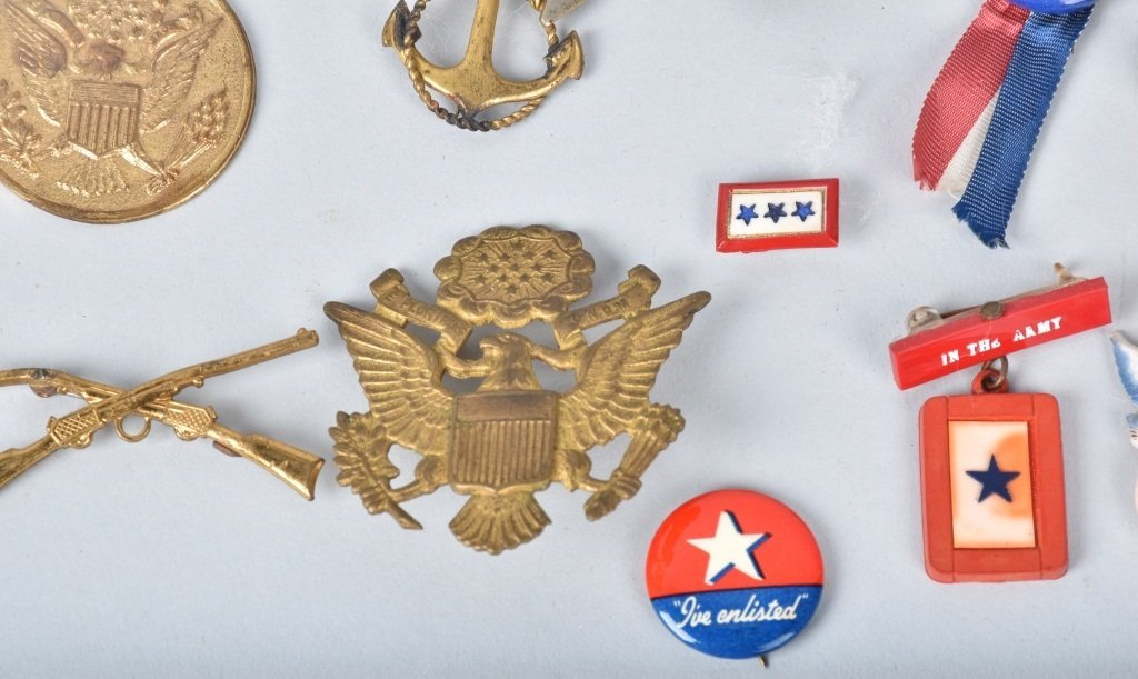 LOT OF MILITARY PINS & MEDALS - 3