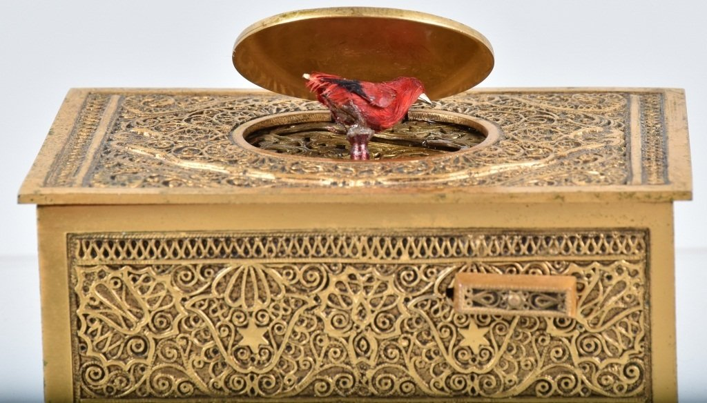 GERMAN WINDUP MUSICAL BIRD BOX - 3