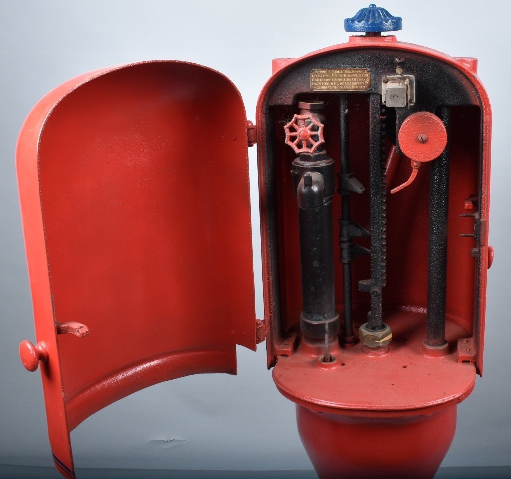 EARLY CRANK STYLE GAS PUMP PS-4 - 3
