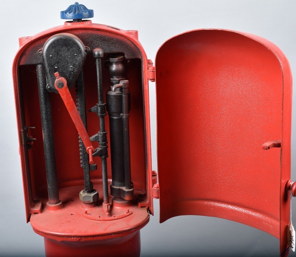 EARLY CRANK STYLE GAS PUMP PS-4 - 8