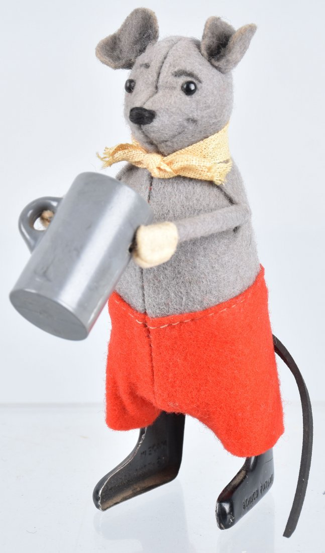 SCHUCO Windup MOUSE WITH BEER MUG