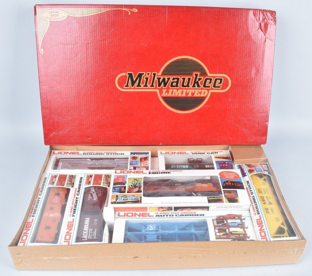LIONEL MILWAUKEE ROAD .027 TRAIN SET, BOXED