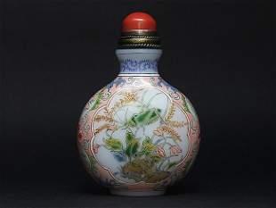 A flattened global shape enameled porcelain snuff