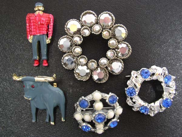 4: Vintage Babe Blue Ox Paul Bunyan Pins & Jewelry NR