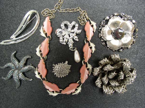 10: Vintage Hobe' Pin Plus 6 pc Costume Jewelry Lot NR