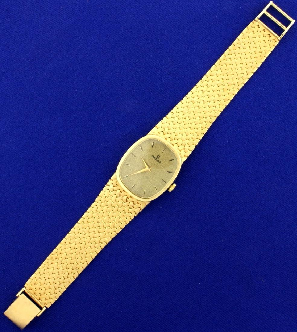 Vintage Men's or Woman's Omega Watch in 14k Sold Gold - 2