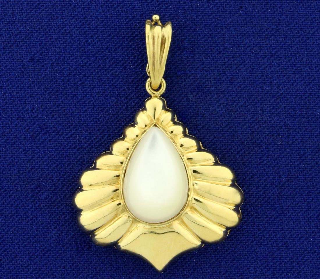Mabe Pearl Pendant in 18K Yellow Gold