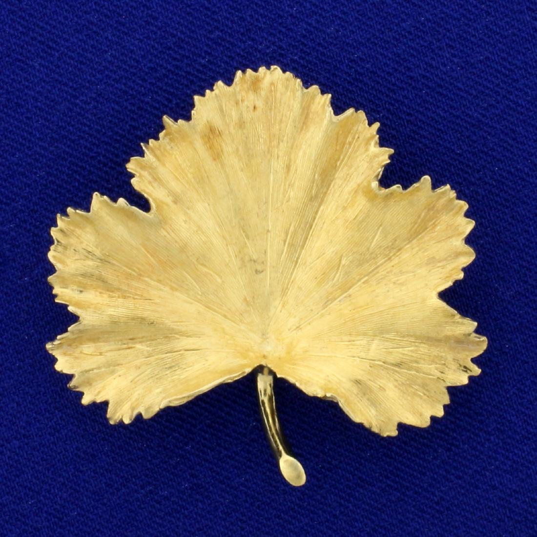 Maple Leaf Pin in 18K Yellow Gold