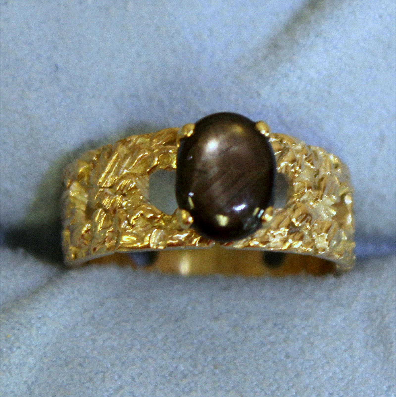 2ct Black Star Sapphire Ring in 18K Yellow Gold