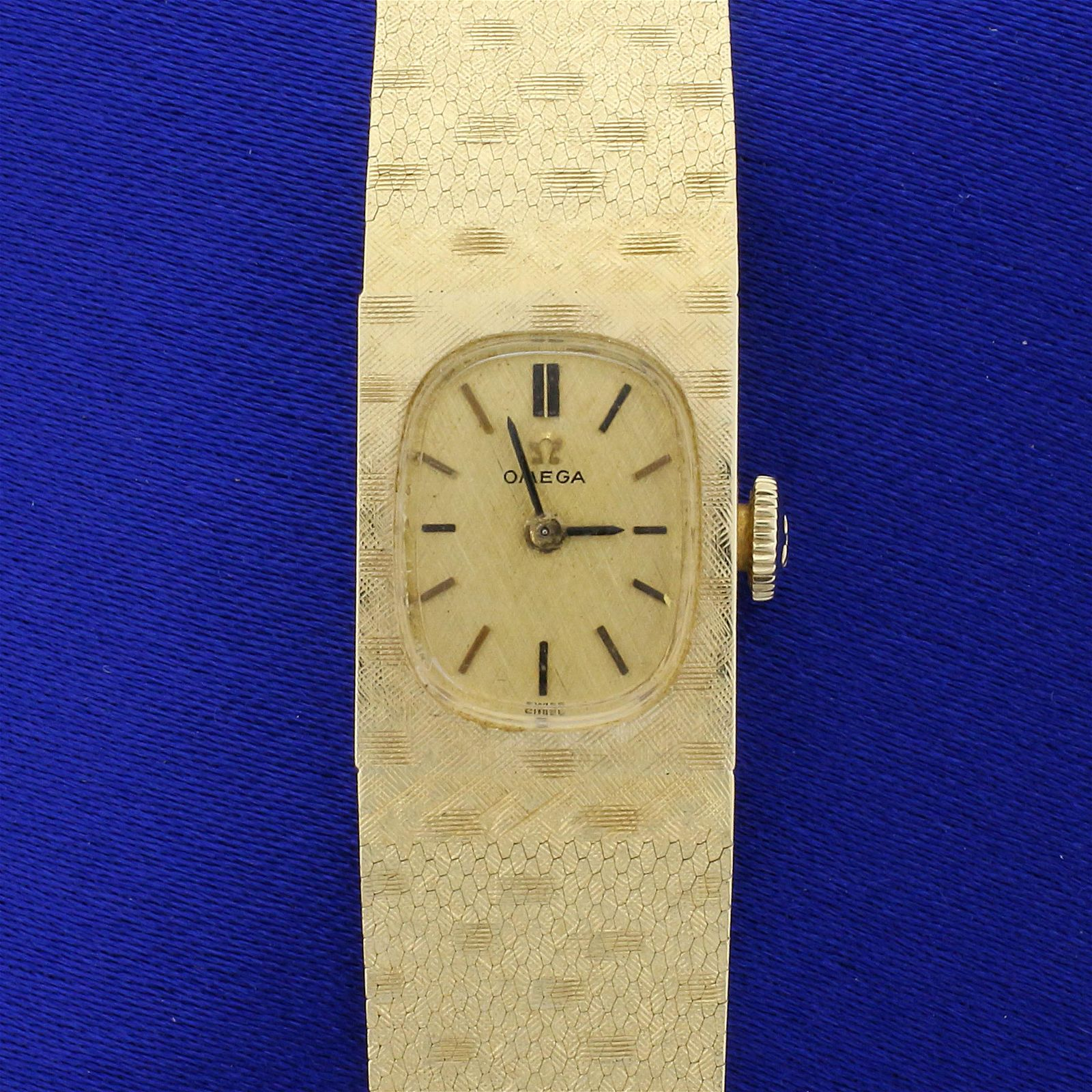 Vintage Omega Ladies Wristwatch Model AA8949 in Solid