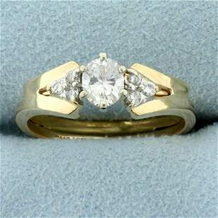 Oval Diamond Engagement Ring in 14K Yellow Gold