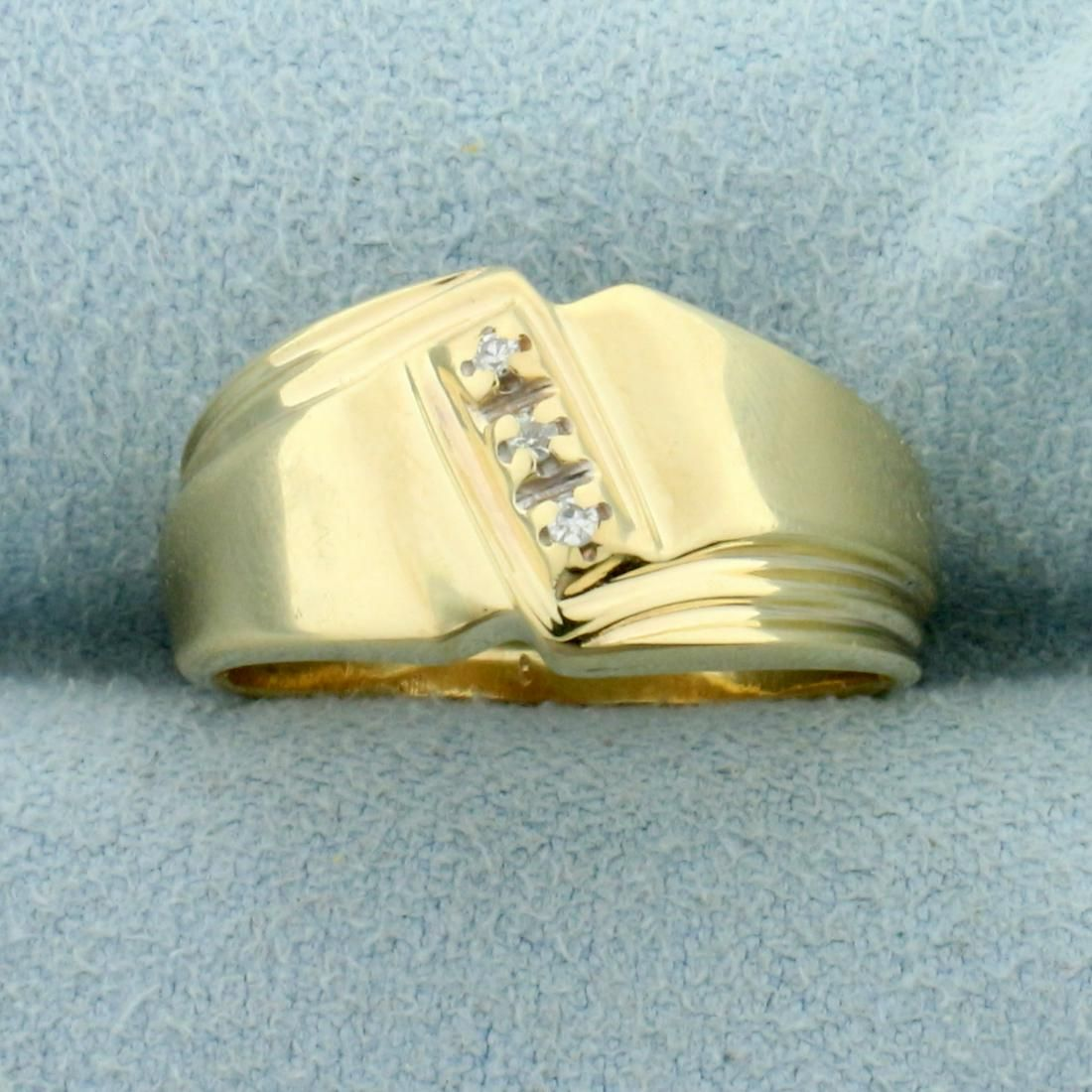 Three Stone Diamond Ring in 14K Yellow Gold
