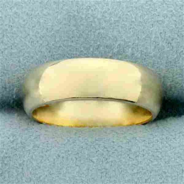 Woman's Traditional Wedding Band Ring in 14K Yellow