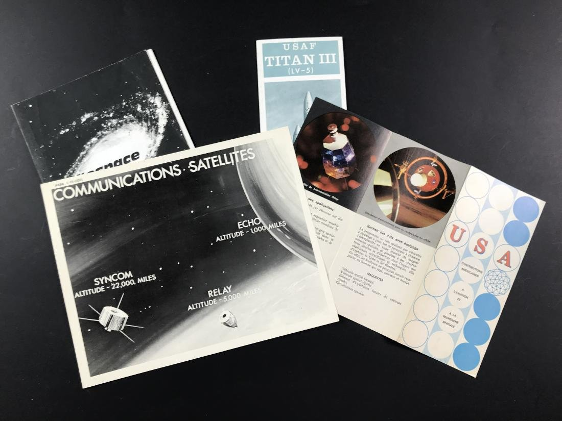 Official NASA picture, a booklet and two leaflets. - 2