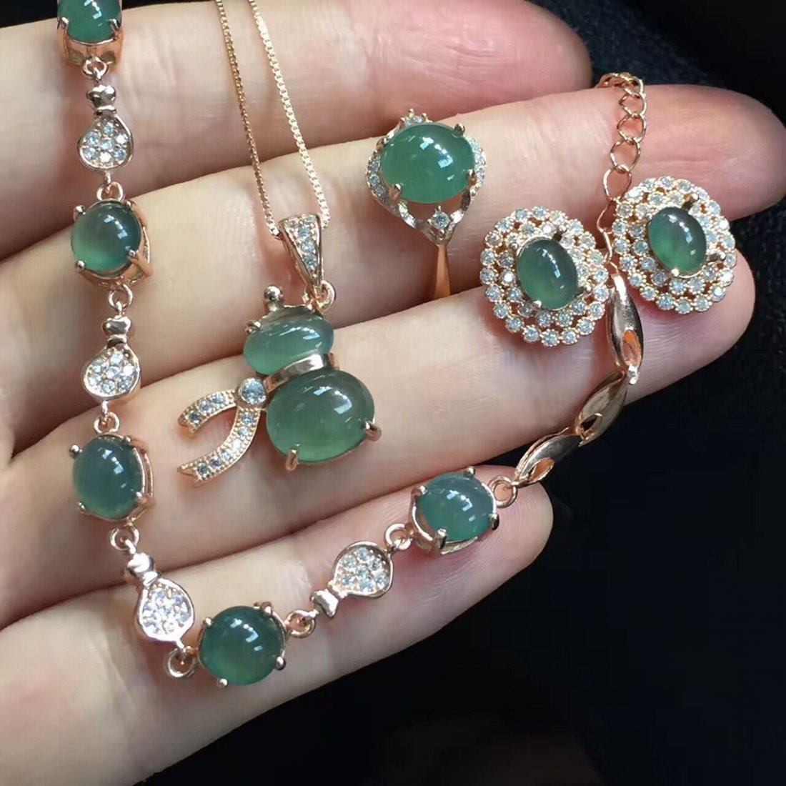 18k gold inlaid emerald Clear water necklace four sets