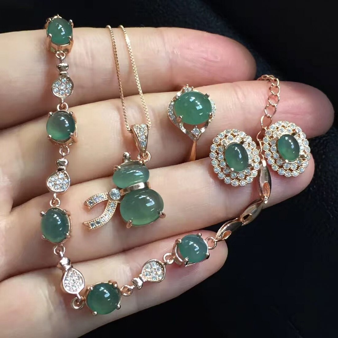 18k gold inlaid emerald Clear water necklace four sets - 2