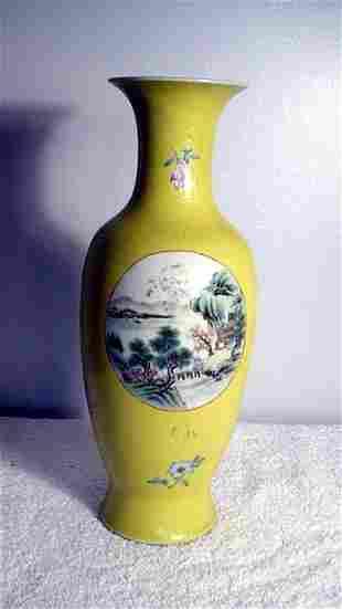 015: Yellow Graviatti Vase with scenic medallion Chien