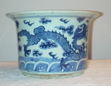 """1013: Blue and White Planter with Dragon Design. 7"""" Hig"""