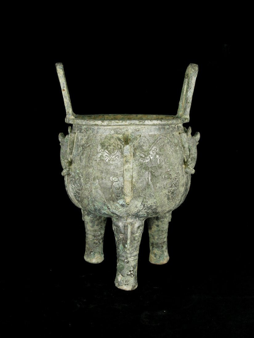 Elegant Zhou Dynasty Bronze Tripod Ding