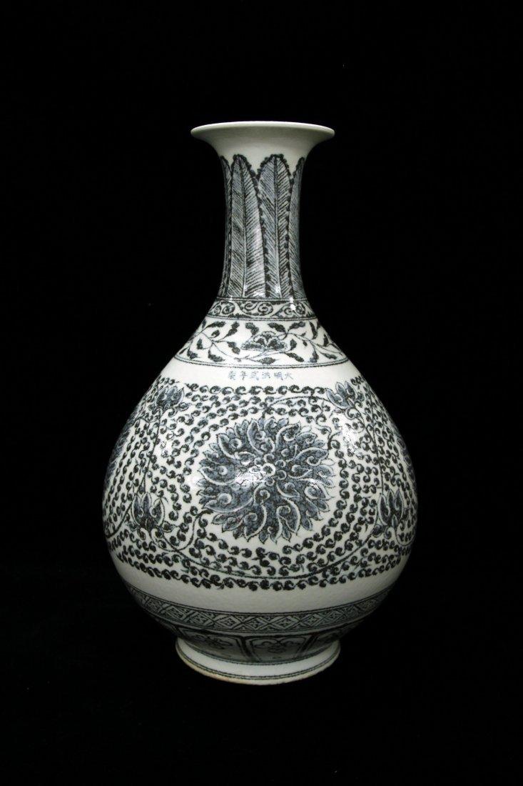 Elegant Ming Dynasty Hongwu Peony Vase