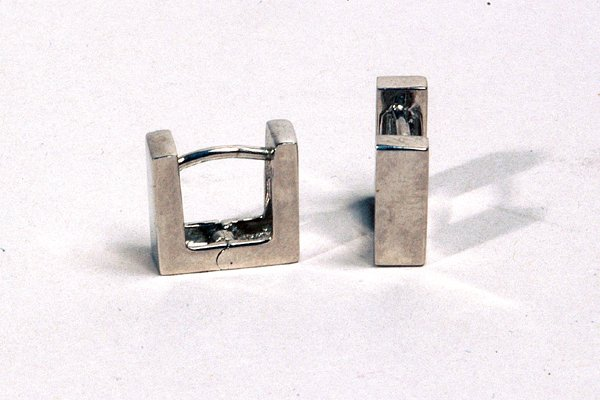 9015: 18K Gold Earrings - by Shaily Kirstain
