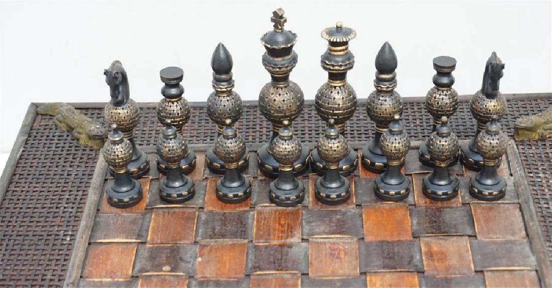 NEW CHESS SET ALLIGATOR ACCENTS - 2