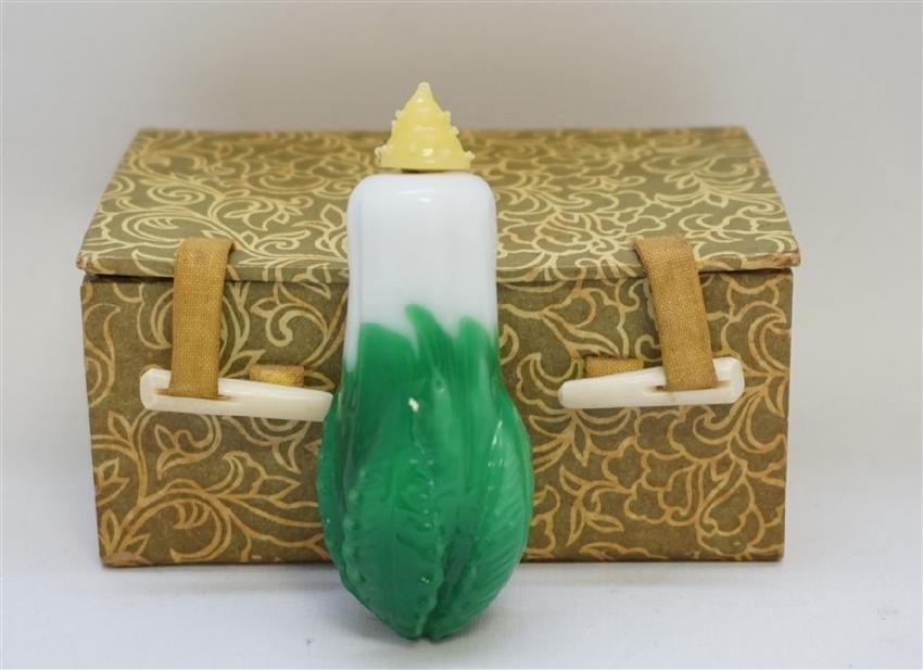 CHINESE PEKING GLASS CABBAGE SNUFF W BOX c. 1910 - 2