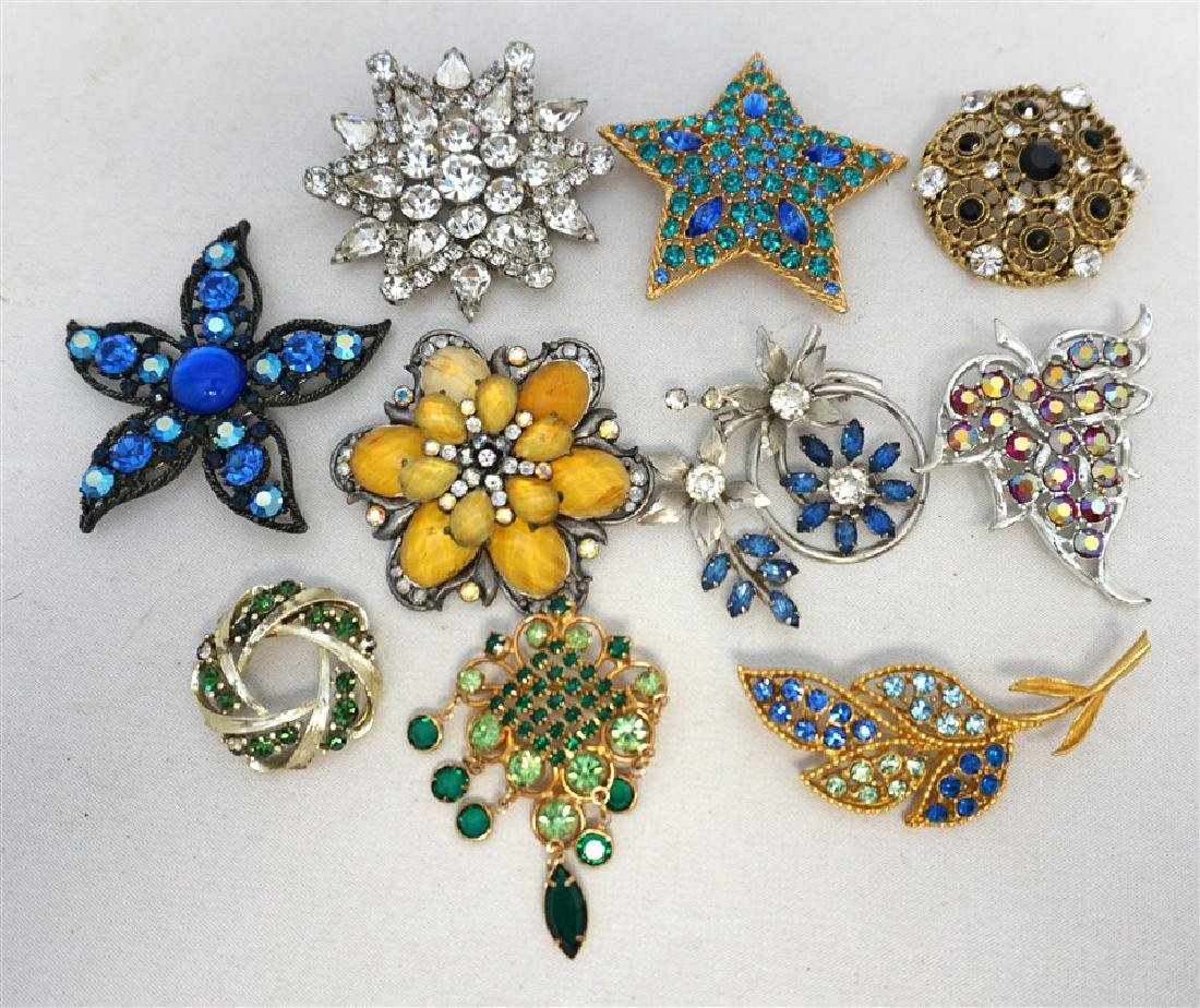 d4e759d3264 10 VINTAGE RHINESTONE BROOCHES WEISS -CORO + - Dec 10, 2017 | Charleston  Estate Auctions in SC