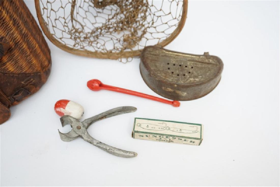 ANTIQUE FISHERMANS TROUT & FLY FISHING CREEL & NET - 3