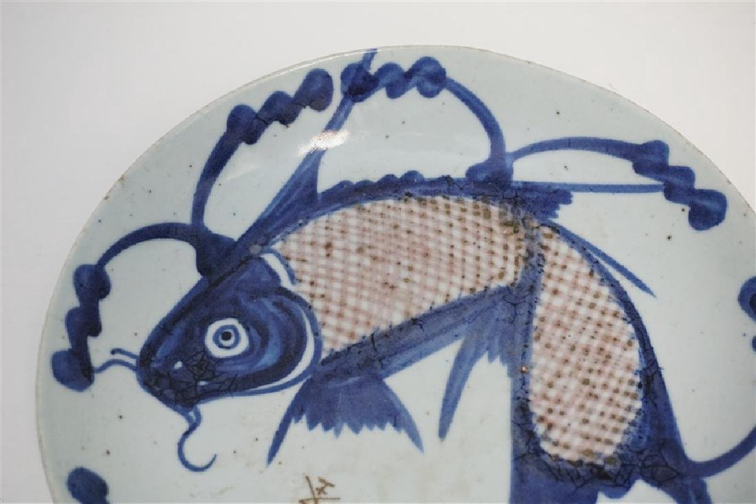 CHINESE MING DYNASTY FISH PLATE - 3