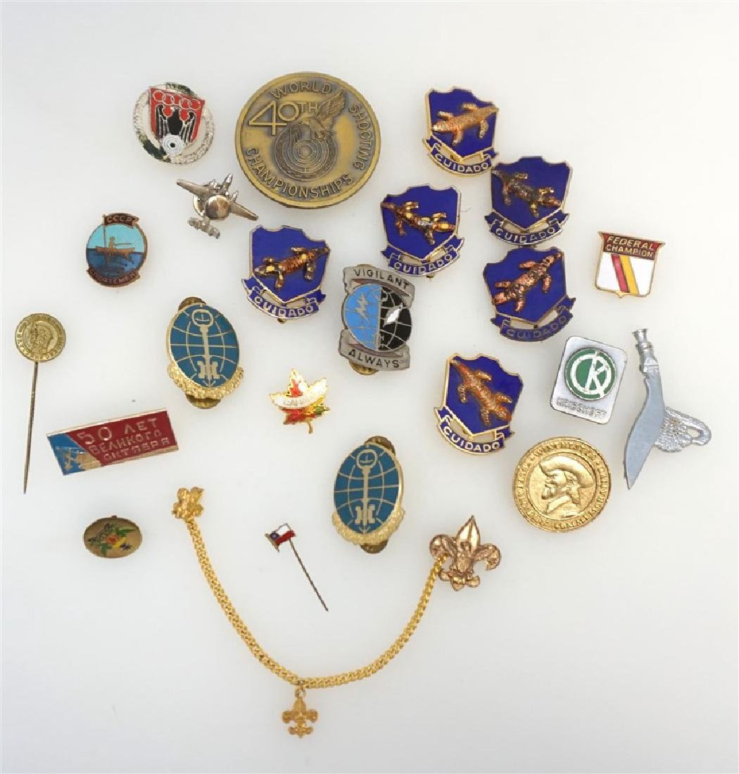 22 VINTAGE FIREARM & MILITARY BADGES / PINS +
