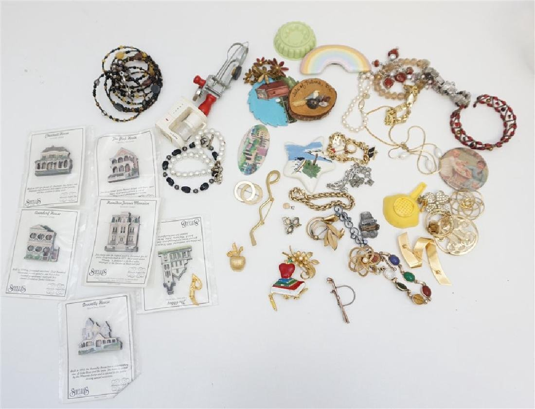 50 PC VINTAGE ESTATE COSTUME JEWELRY +