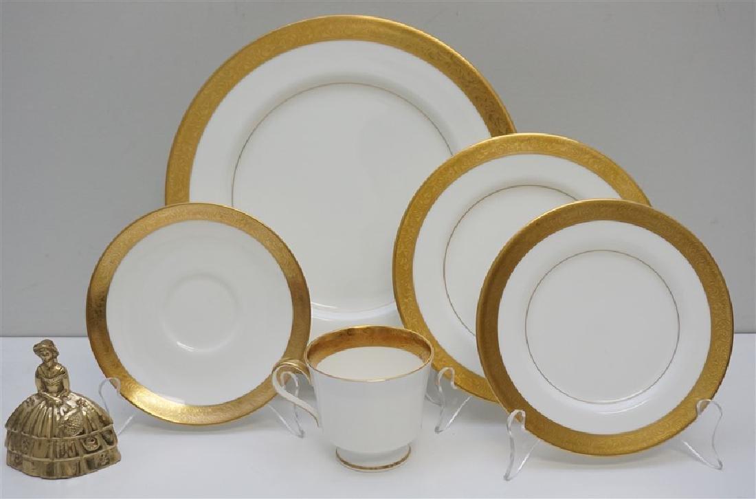 40 pc MIKASA HARROW BONE CHINA DINNER SERVICE - 9