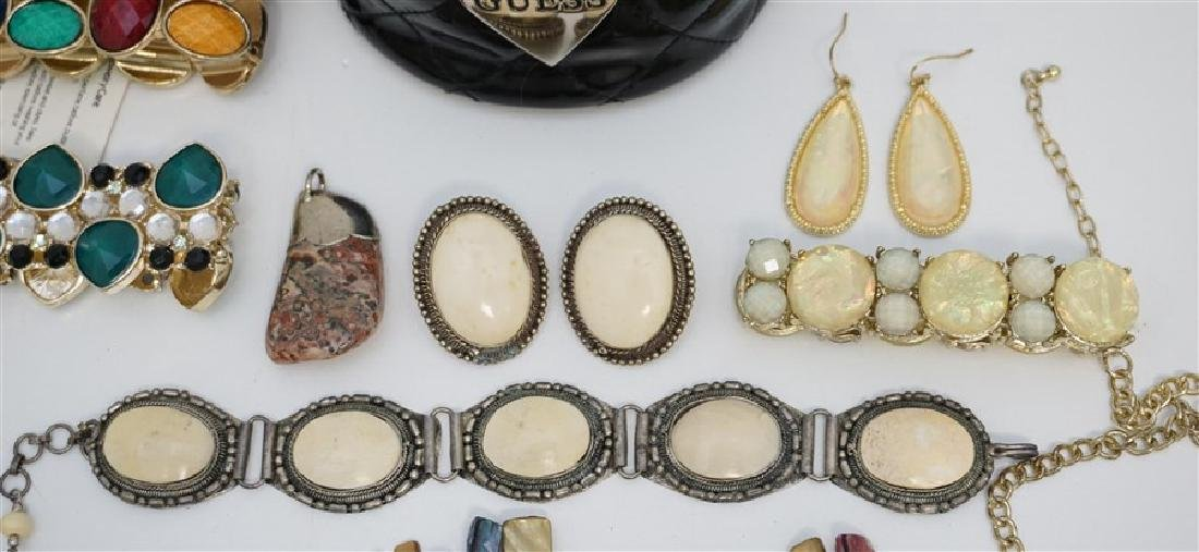 17 pc VINTAGE ESTATE COSTUME JEWELRY - 4