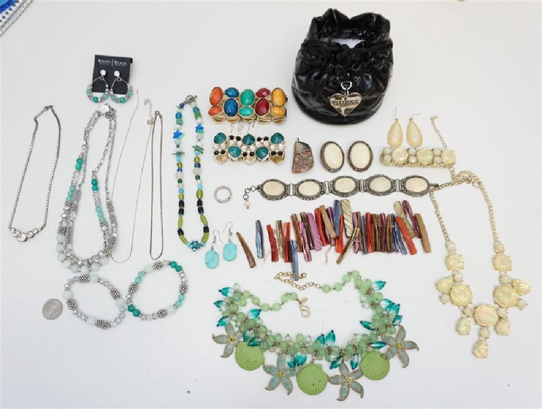 17 pc VINTAGE ESTATE COSTUME JEWELRY - 8