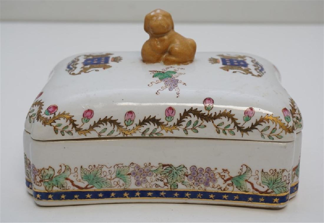 CHINESE EXPORT PORCELAIN ARMORIAL BOX
