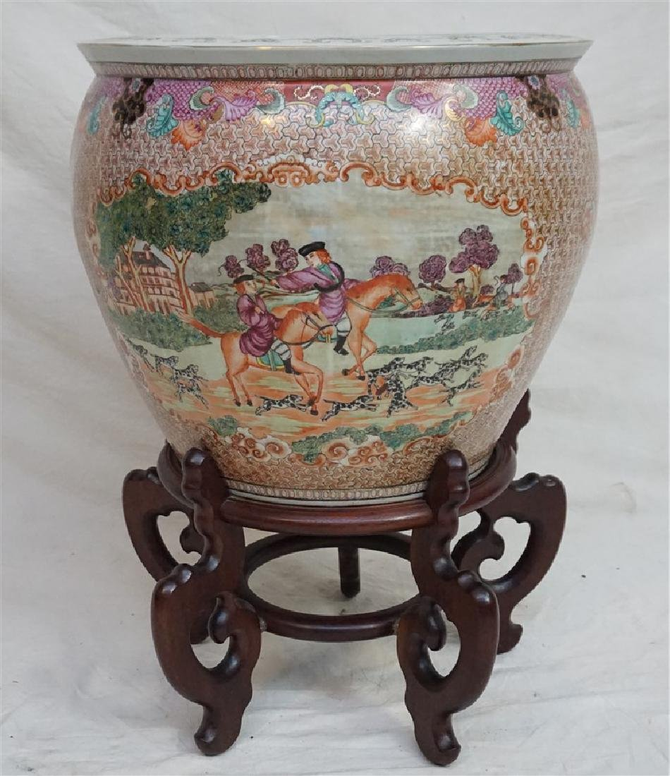 LARGE CHINESE EXPORT HUNT FISH BOWLS
