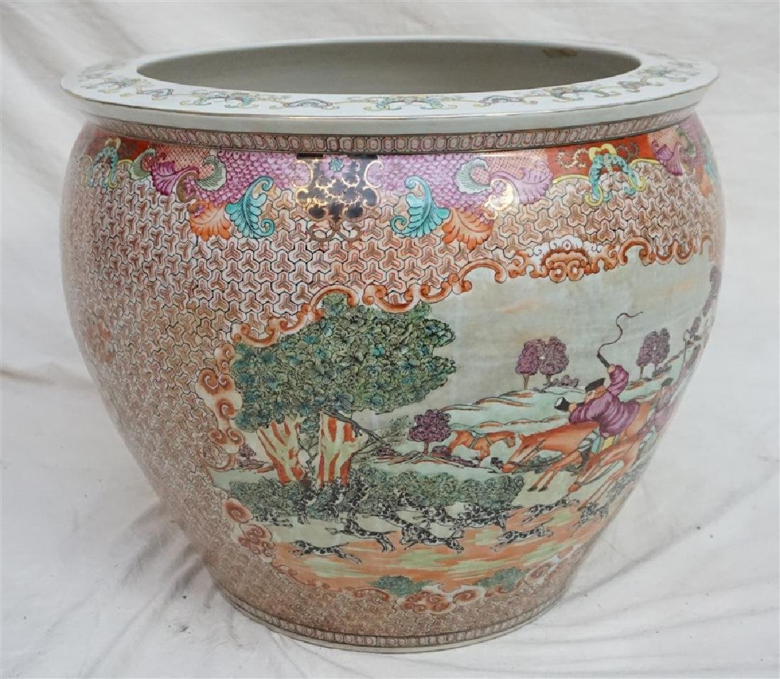 LARGE CHINESE EXPORT HUNT FISH BOWLS - 4