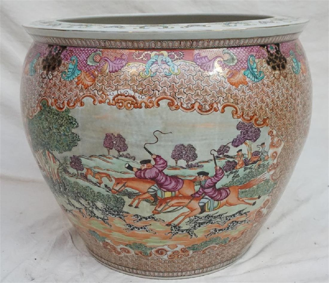 LARGE CHINESE EXPORT HUNT FISH BOWLS - 5