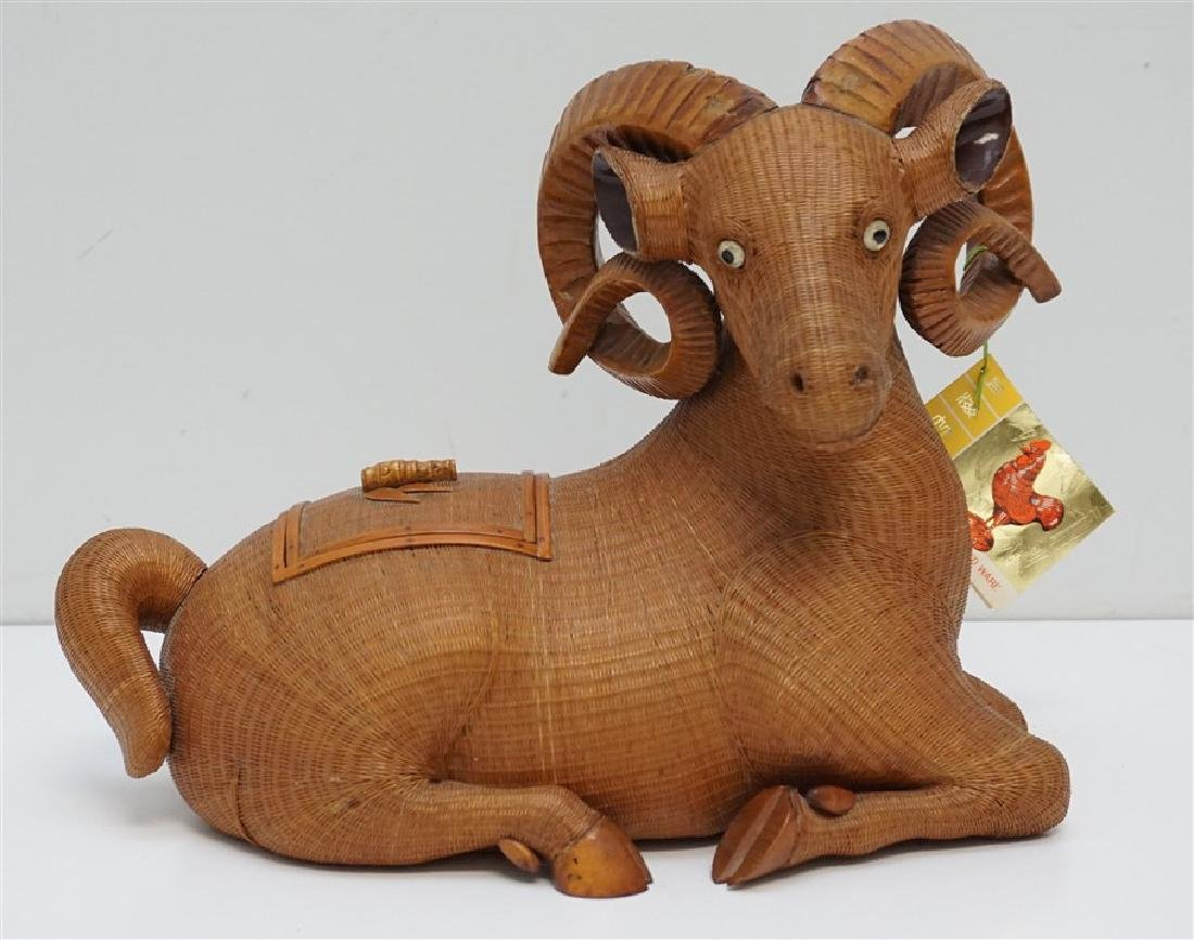 LARGE PLAITED BAMBOO GOAT / RAM BOX